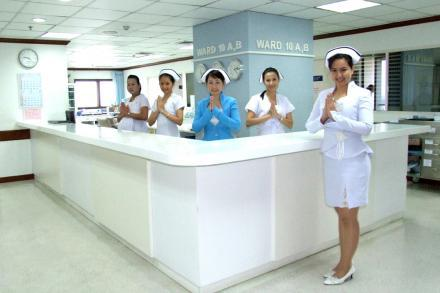 English-Speaking Nurses - Yanhee Hospital - Hospital Yanhee